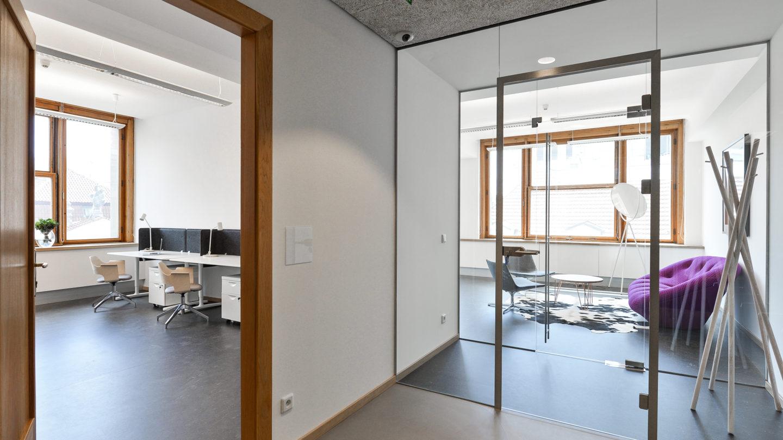 Dětský dům - světlá kancelář